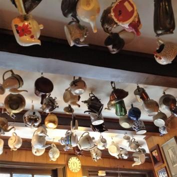 amsterdam - upstairs pannenkokenhuis - ceiling - teapots