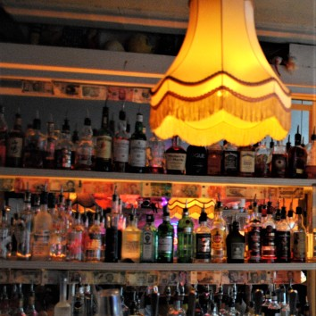 england - london - simmon's bar - lampshade 03