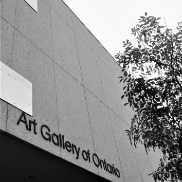 art gallery of ontario sign - dundas & beverly