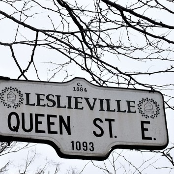 street sign - queen st e @ brooklyn
